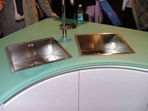 стеклянная столешница для кухни фото