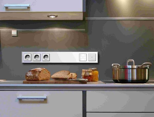 как расположить розетки на кухне фото