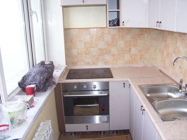 кухня на маленьком балконе фото