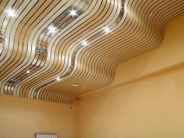 потолок реечный для кухни фото
