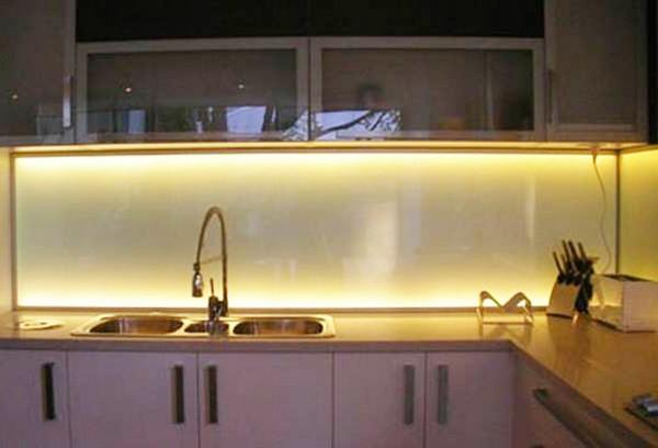 подсветка на кухню под шкафы фото