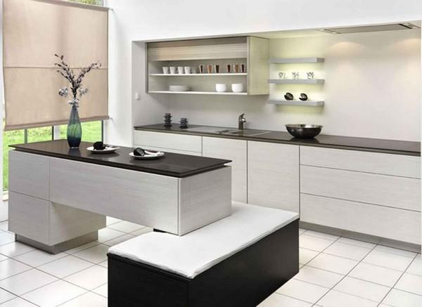 белая кухня с черной столешницей фото