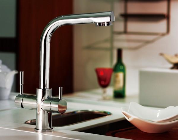 кухонный смеситель с краном для питьевой воды фото