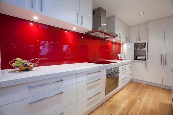 красно белая кухня фото