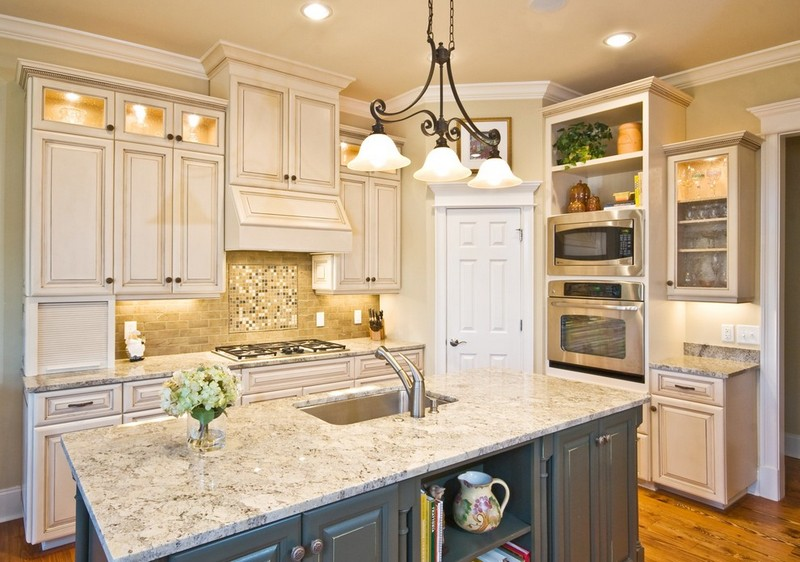 Кухня в бежевых цветах фото