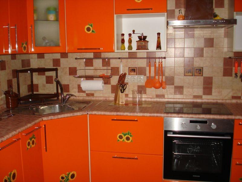 оранжево коричневая кухня фото