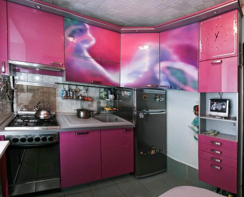 интерьер розовой кухни фото