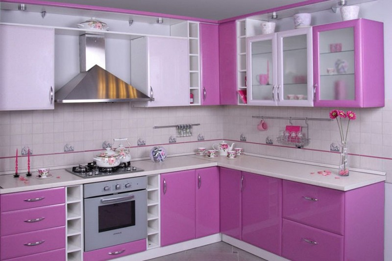 кухня в розовом цвете фото