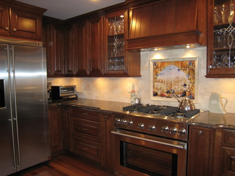 дизайн коричневой кухни фото