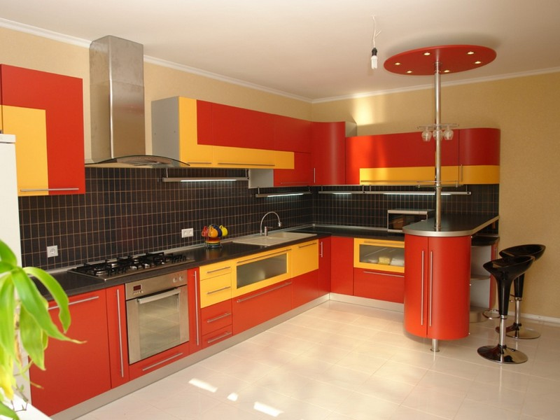 красно желтая кухня фото