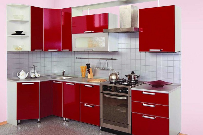 кухня в красных тонах фото