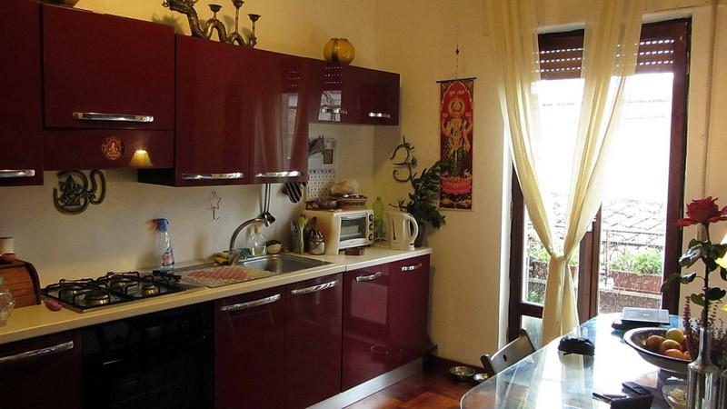 бордовая кухня фото