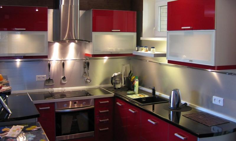 серо бордовая кухня фото