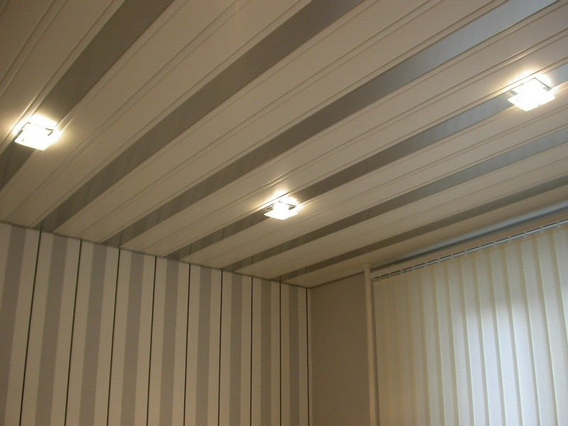 дизайн пластикового потолка на кухне фото