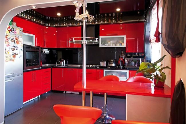 интерьер кухни в красно черном цвете фото