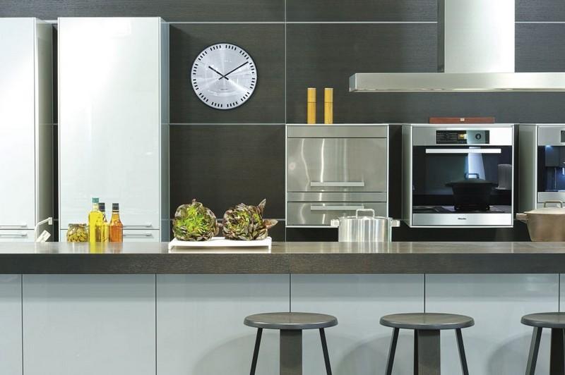 где повесить часы на кухне фото