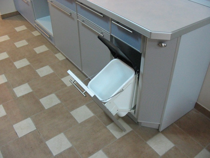 мусорное ведро на кухне варианты