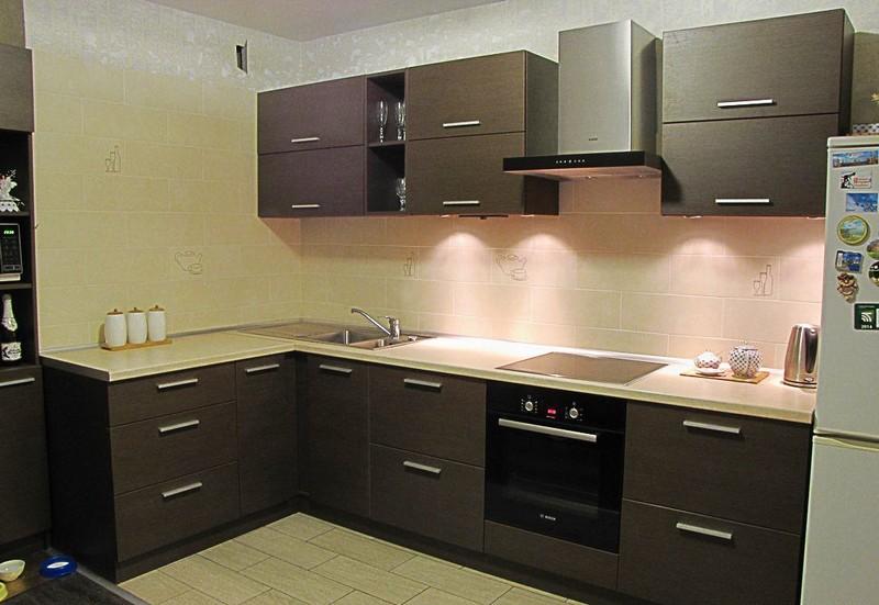 дизайн темной кухни фото