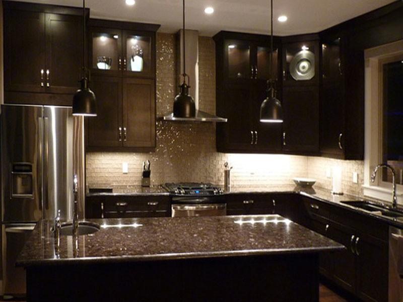 кухня в темном стиле фото
