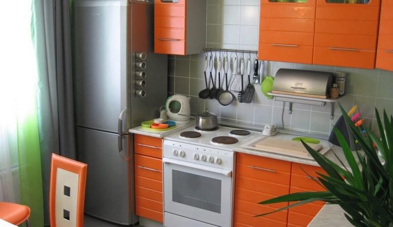 холодильник рядом с плитой фото