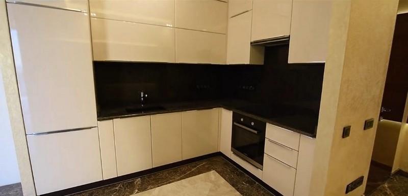 дизайн кухни без ручек фото