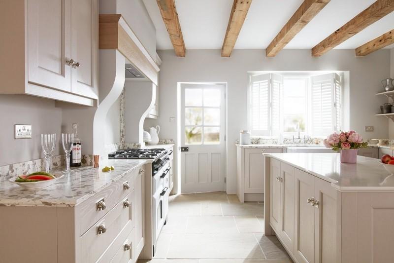 светлый пол на кухне фото