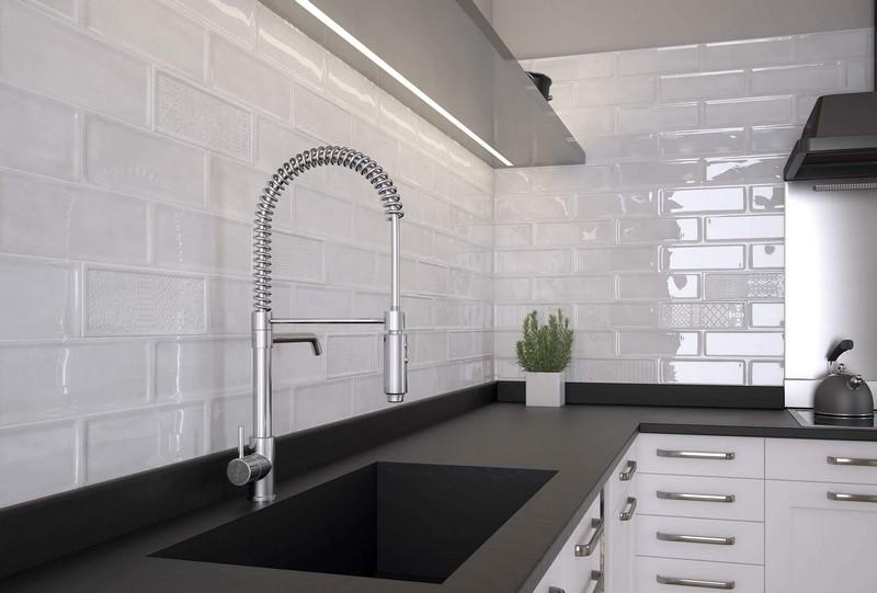 белый кабанчик на кухне фото
