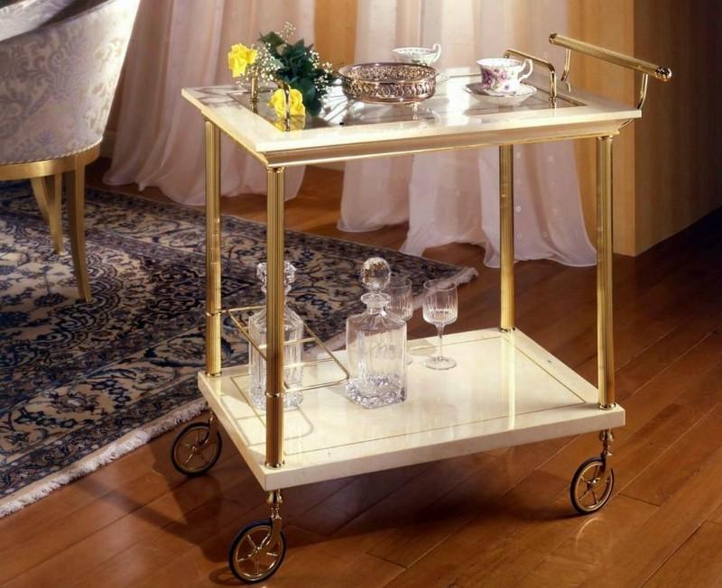 кофейный столик на колесиках фото
