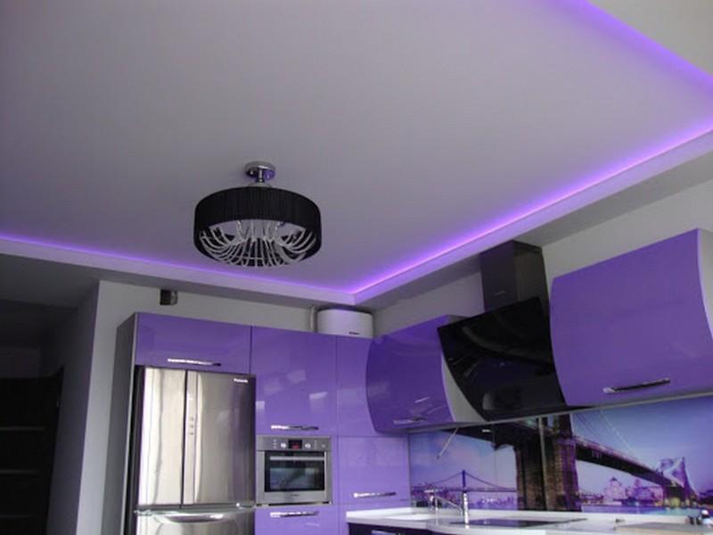 дизайн натяжного потолка с подсветкой на кухне фото