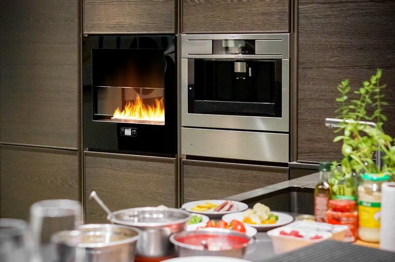 электрокамин на кухне фото