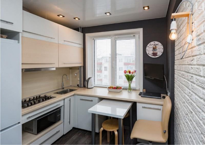 рабочий треугольник на маленькой кухне фото