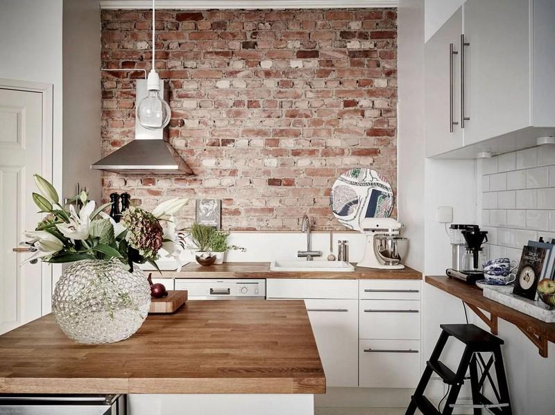 интерьер кухни с обоями под кирпич фото
