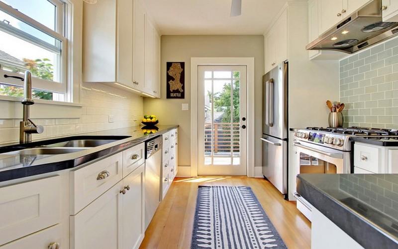 двухрядная кухня с террасой фото