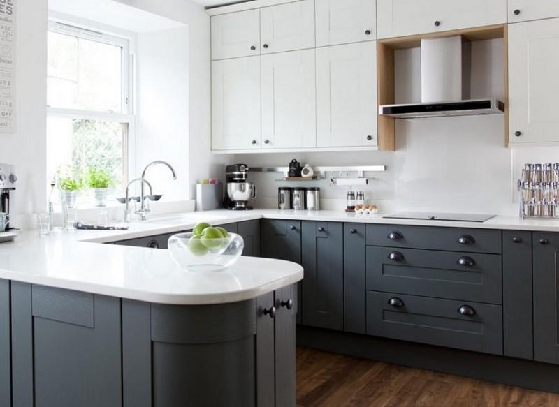 двухцветная кухня с темным полом фото