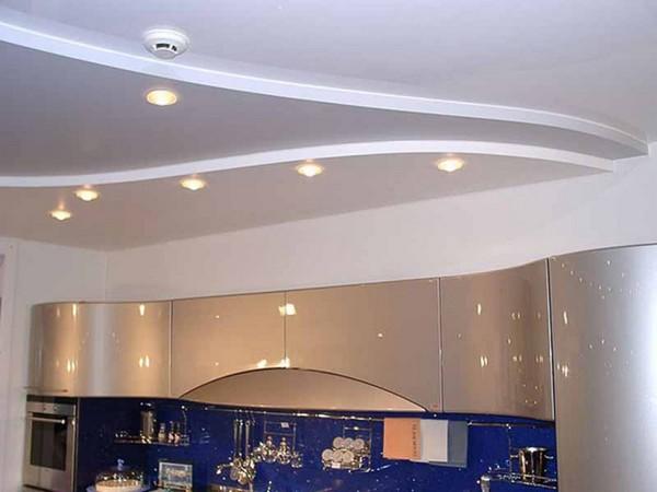 отделка потолка на кухне фото