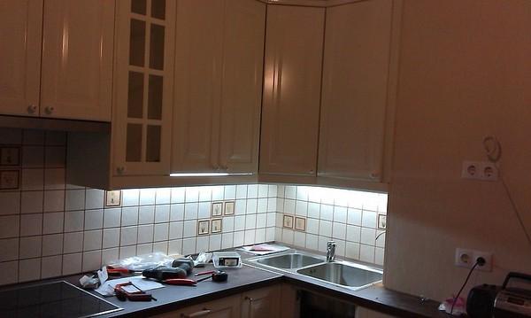 светодиодная подсветка для кухни фото
