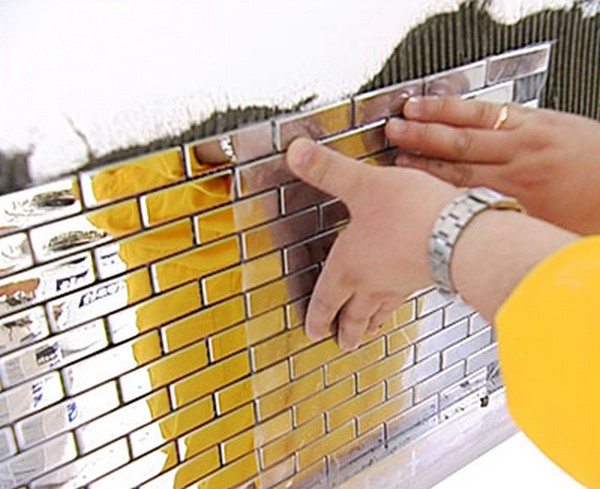 фартук из стеклянной мозаики фото