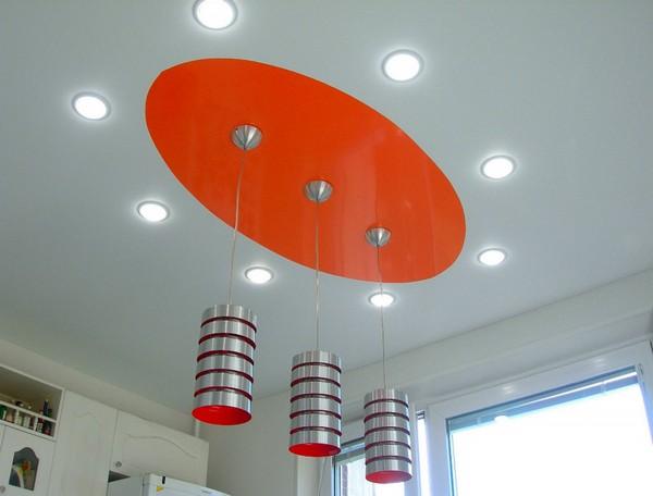 как расположить светильники на натяжном потолке на кухне фото
