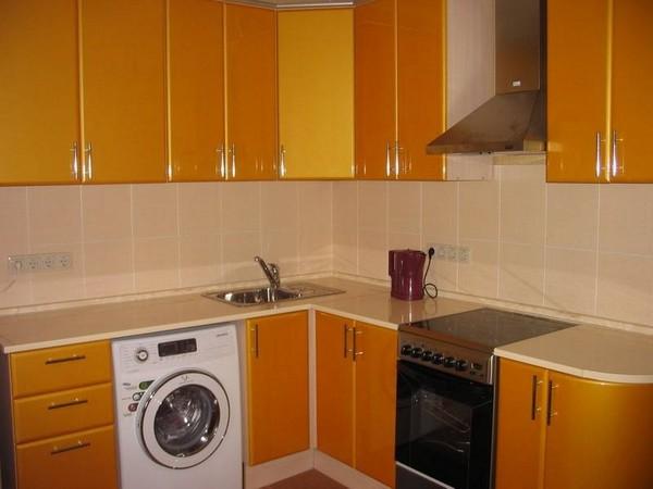 установка стиральной машины на кухне под столешницу фото