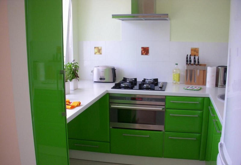 интерьер зеленой кухни фото