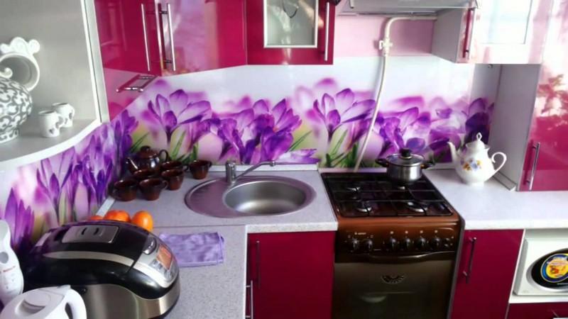 Фартуки фиолетовых цветов для кухни