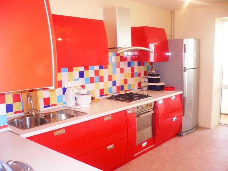 фартук для красной кухни фото
