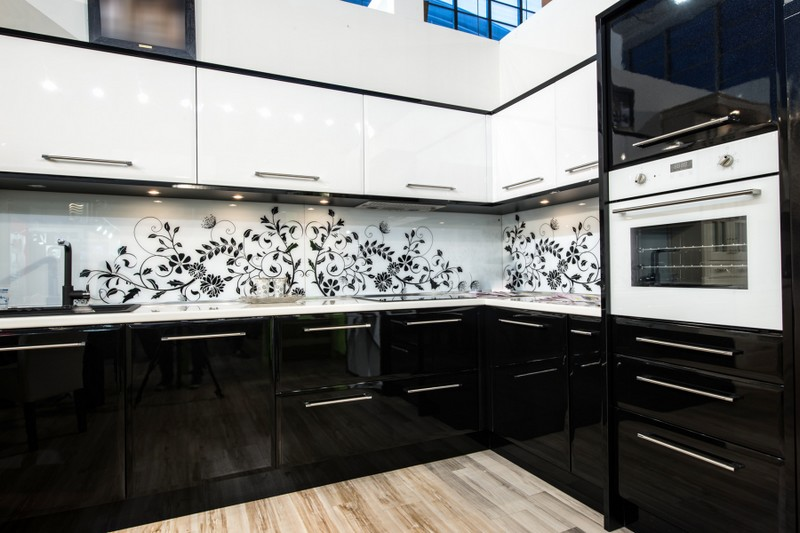 кухня черный низ белый верх фото