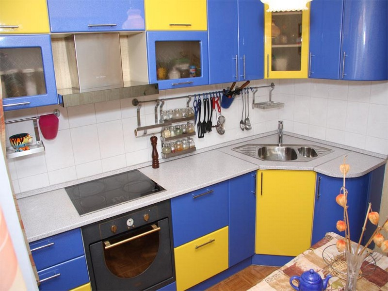 желто голубая кухня фото