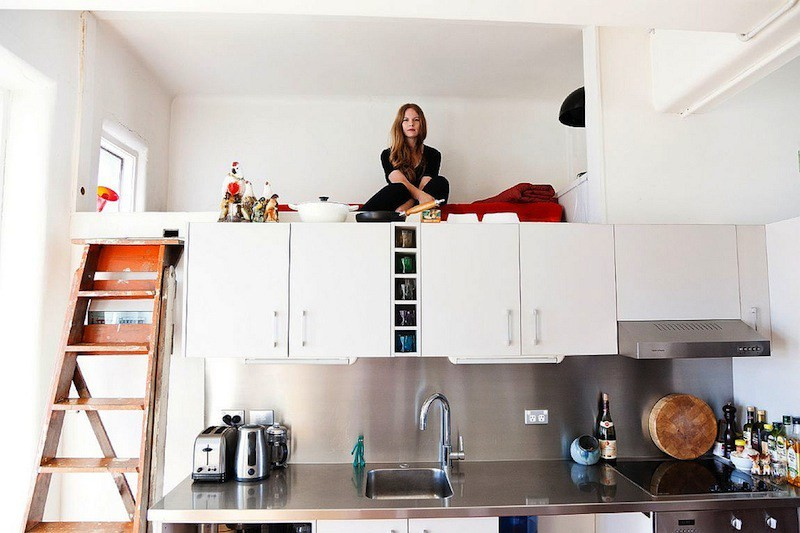 интерьер кухни со спальным местом фото