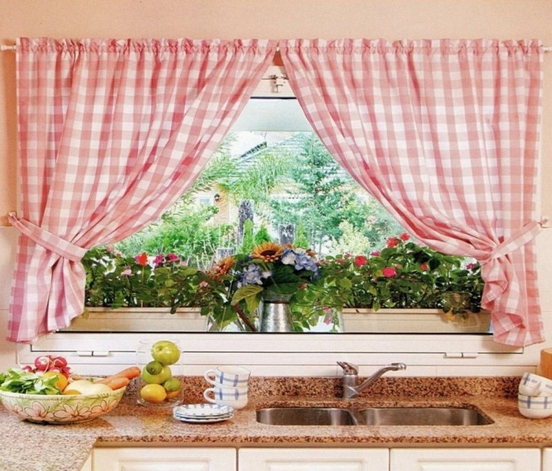 Гардина до подоконника. Крепление для штор. Украсить кухонное окно сложной моделью – лучше доверить изготовление мастерам из ателье.
