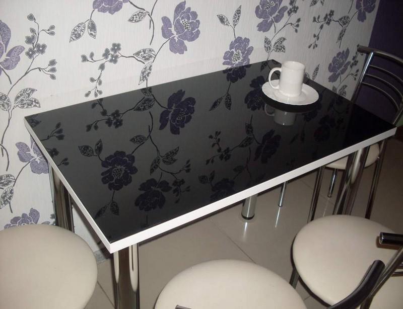 черный стеклянный стол для кухни фото