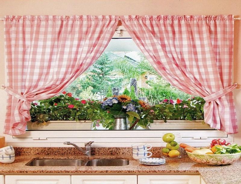 короткие шторы на маленькую кухню фото
