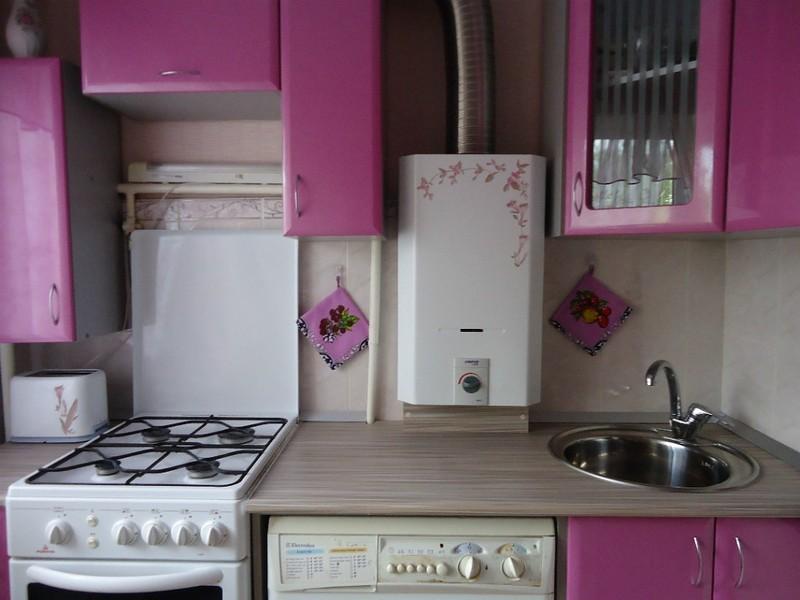 дизайн кухни в хрущевке с газовой колонкой фото