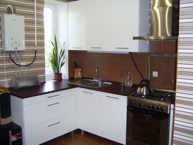 интерьер кухни с газовой колонкой фото